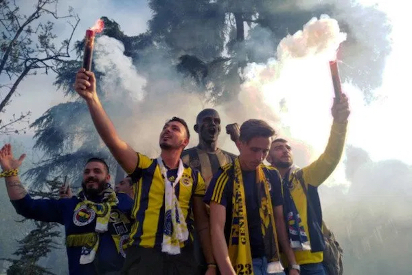 James Montague: Ultras Fenerbace Istanbul